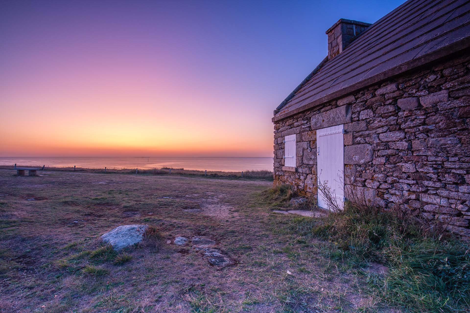 Admirer le coucher de soleil sur la côte sauvage de piriac sur mer