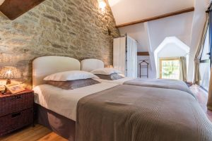 chambre double gite-lavande-Maengan-nos-gites-a-mesquer-quimiac (1)